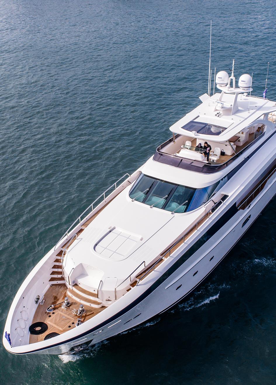 the-bow-of-horizon-custom-yacht-abaco