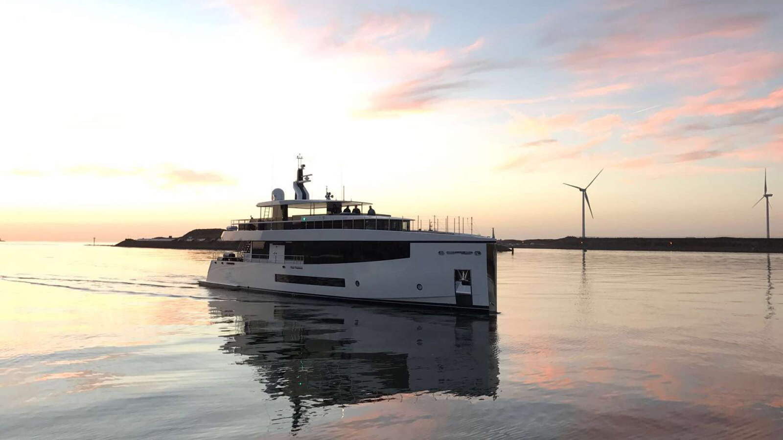 the-feadship-hull-698-has-been-launched-and-named-letani