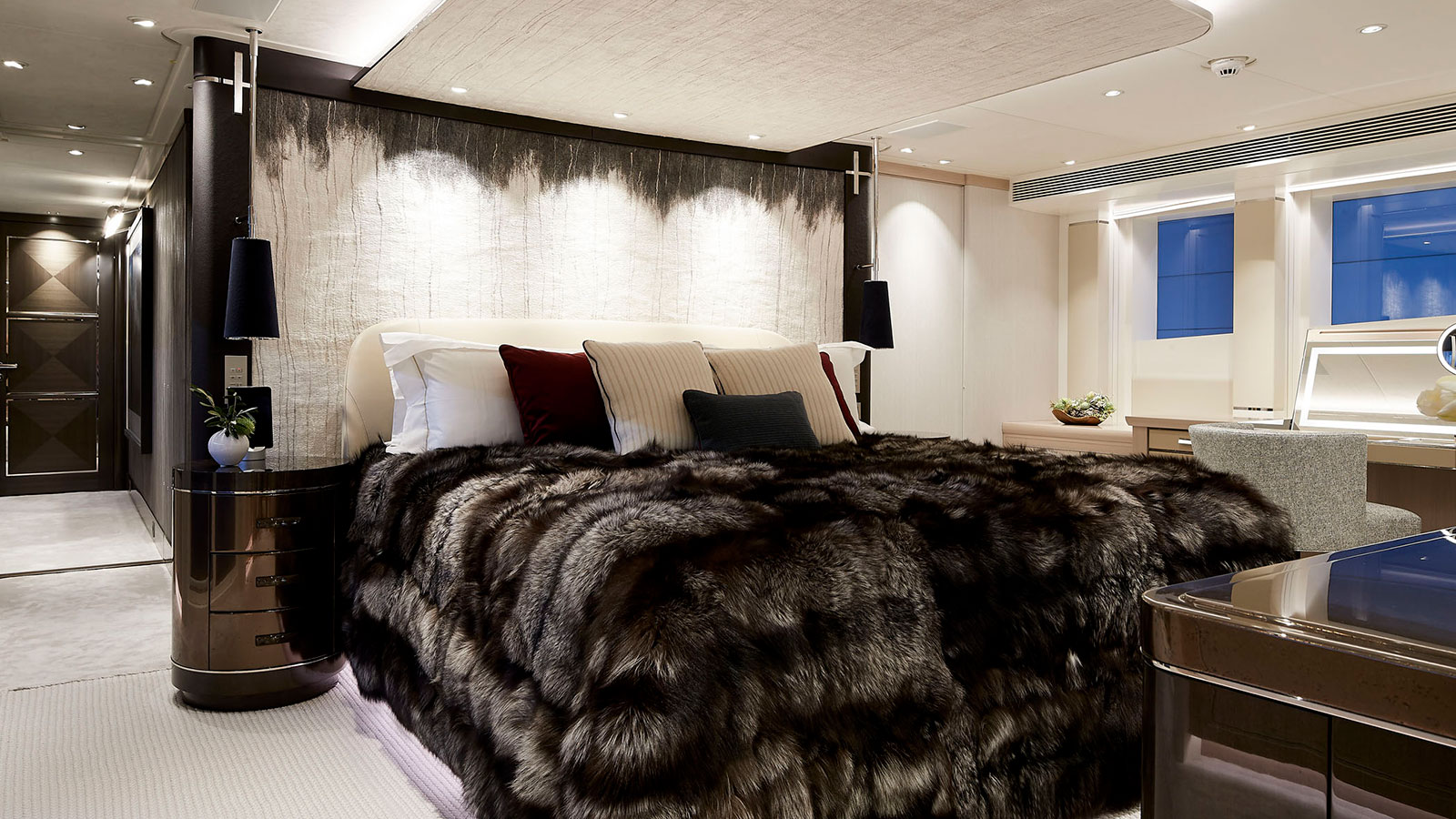 the-master-suite-of-the-heesen-superyacht-irisha-credit-dick-holthuis