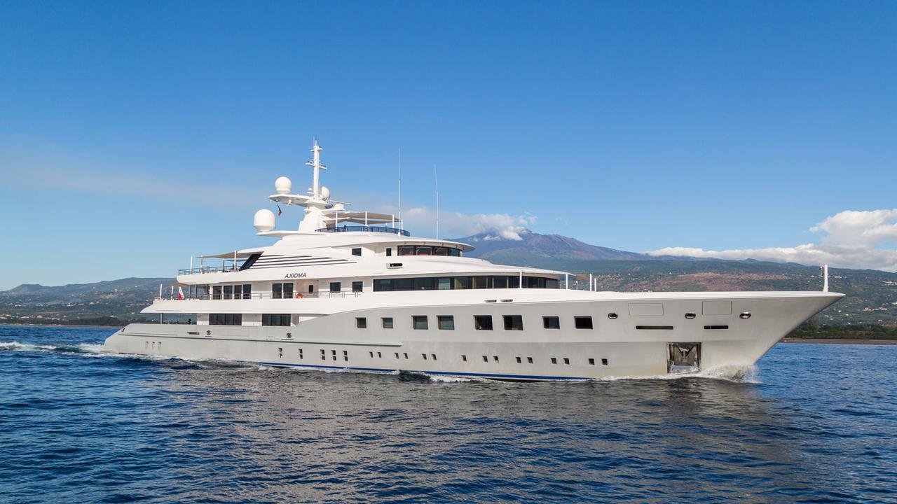 YPI's top yachts to charter in the Caribbean this season