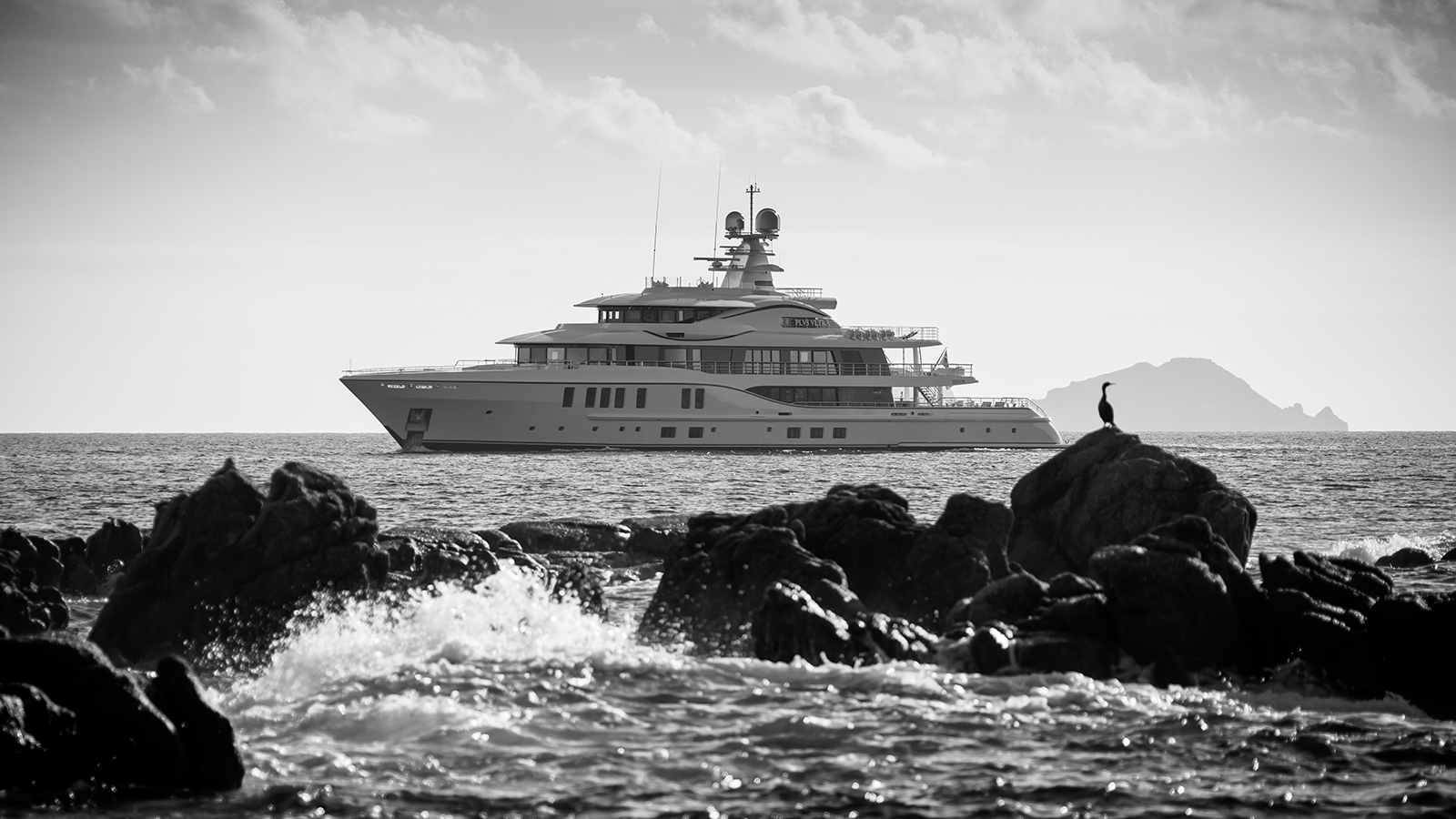 the-side-view-of-the-amels-super-yacht-plvs-vltra