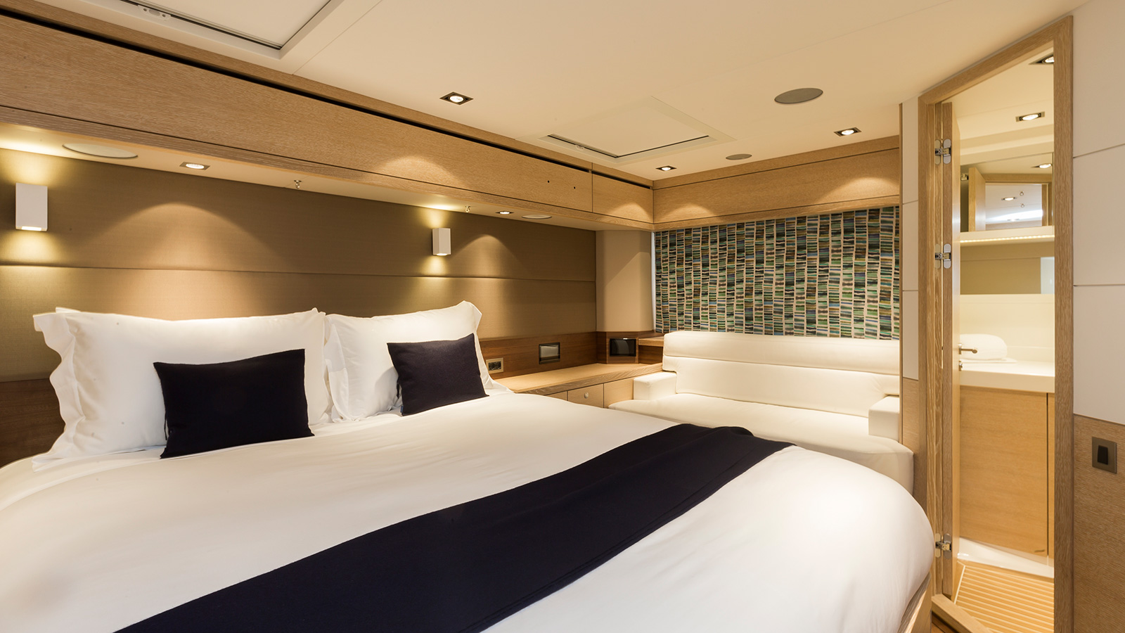 the-master-cabin-of-oyster-825-sailing-super-yacht-maegan
