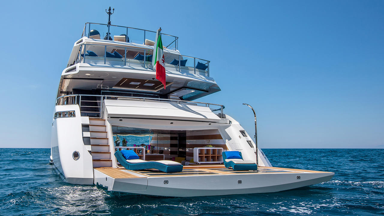 Top 5 Smart Ways The Mangusta Oceano 42 Uses Glass Boat International