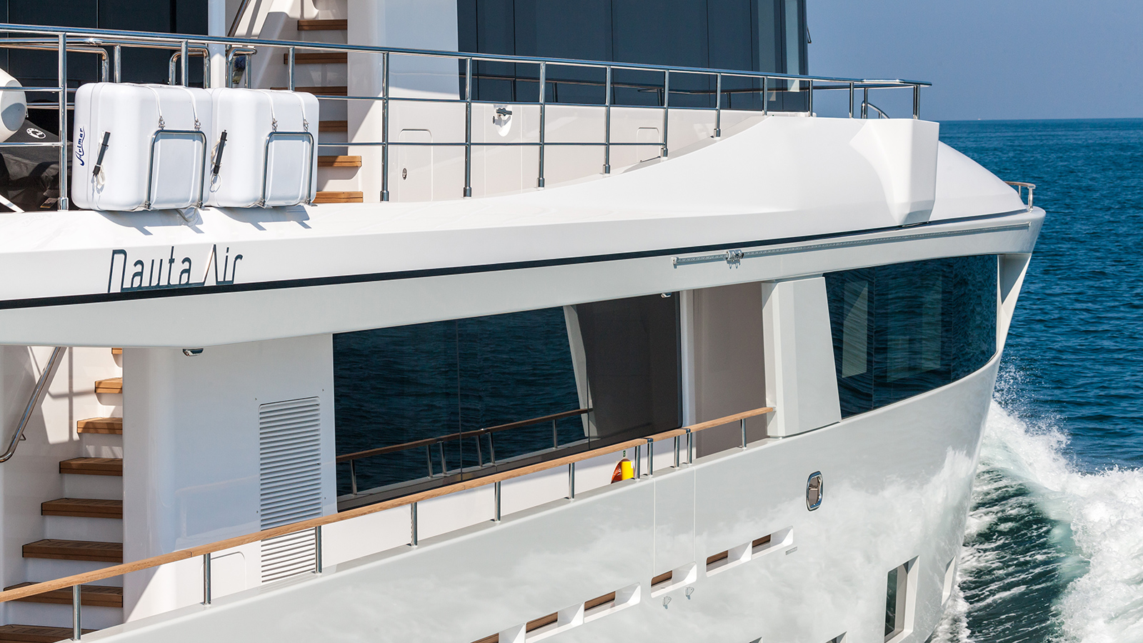 the-side-decks-of-the-nauta-air-108-yacht-narvalo-from-cantiere-delle-marche