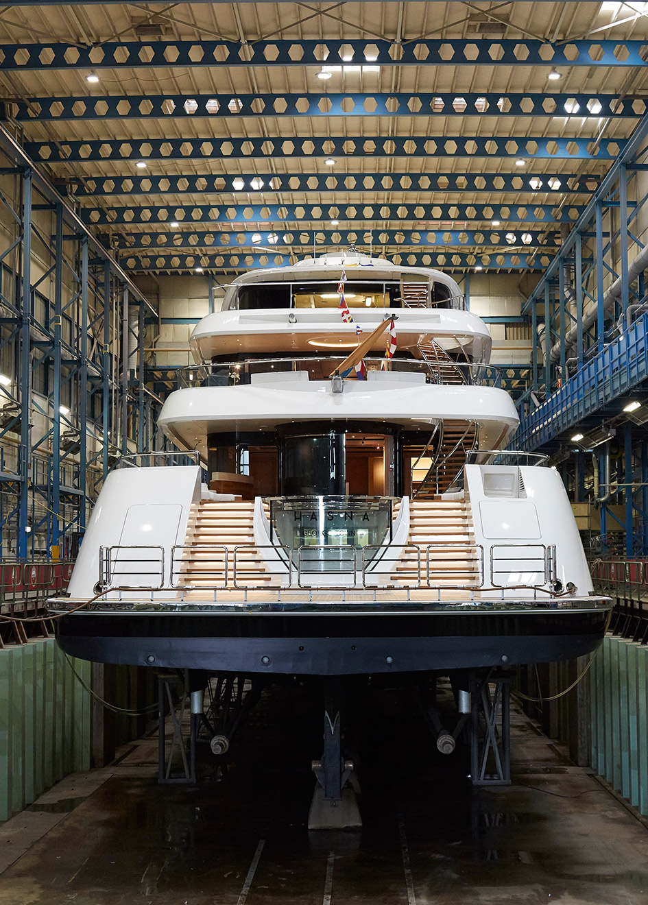 aft-view-of-the-feadship-superyacht-hasna