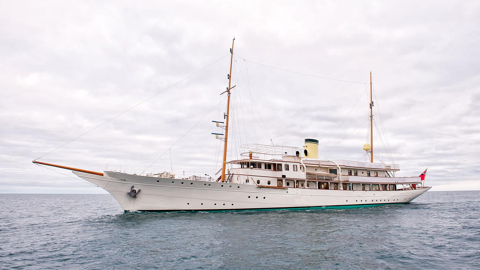 https://www boatinternational com/charter/luxury-yacht-charter-advice