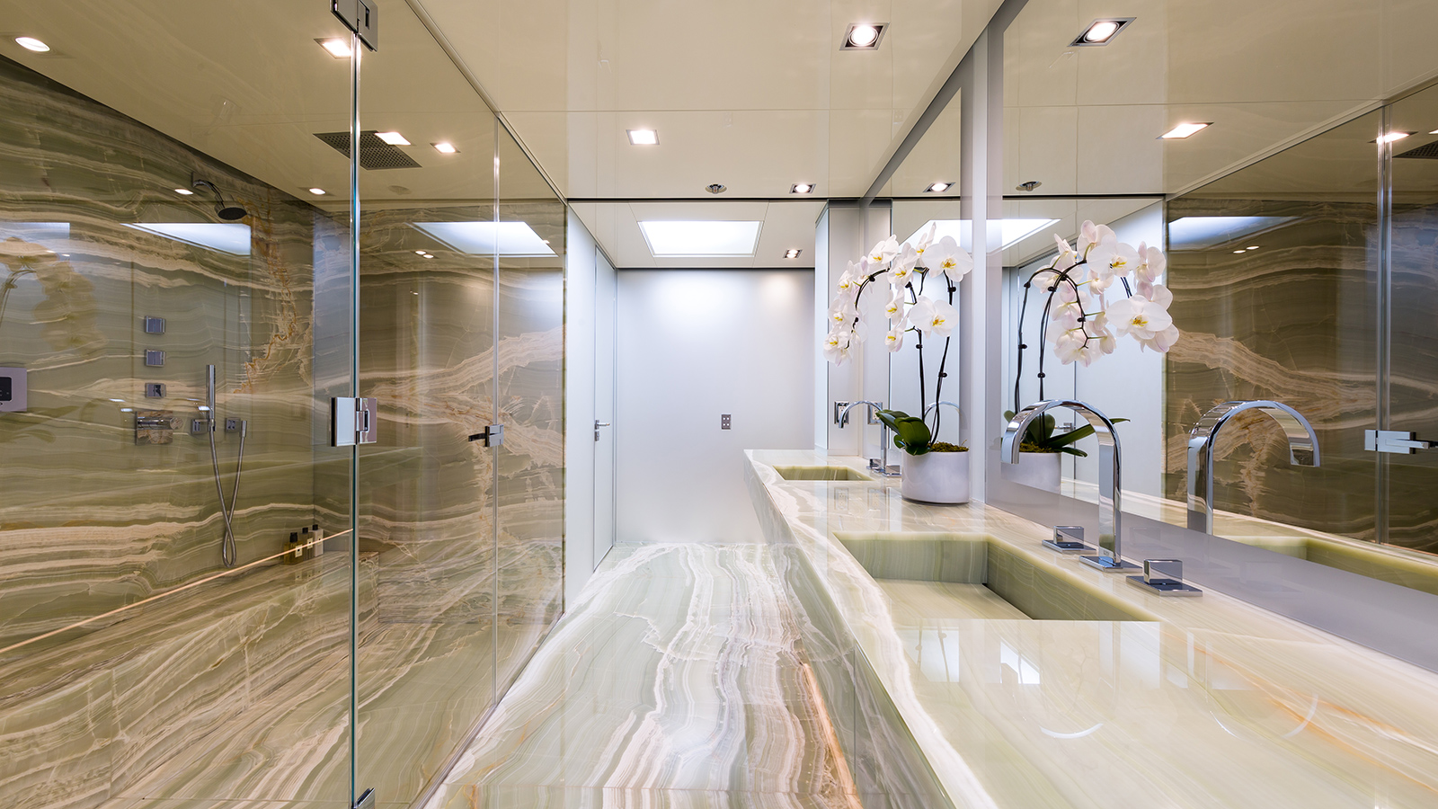 one-of-the-en-suite-bathrooms-on-christensen-super-yacht-chasseur