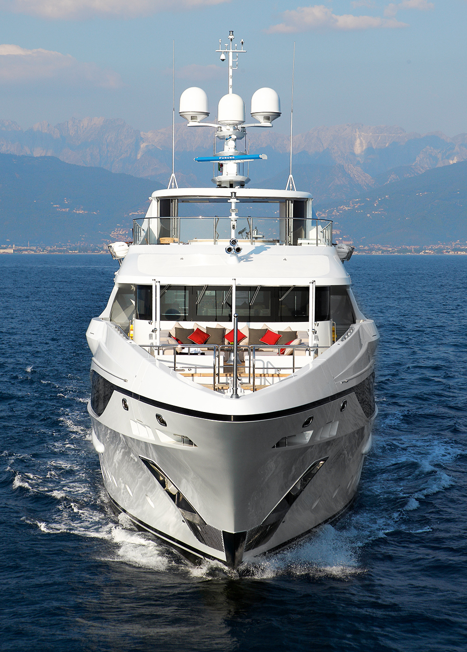 the-bow-of-benetti-custom-super-yacht-domani