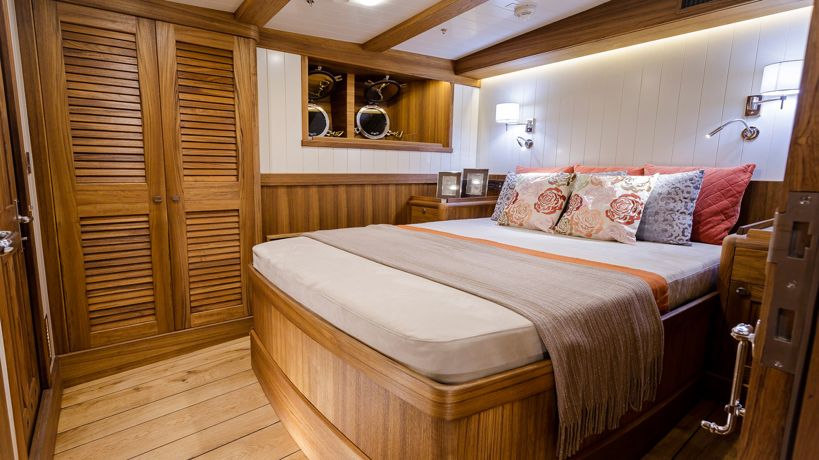 the-guest-cabin-on-classic-schooner-sailing-super-yacht-malcolm-miller