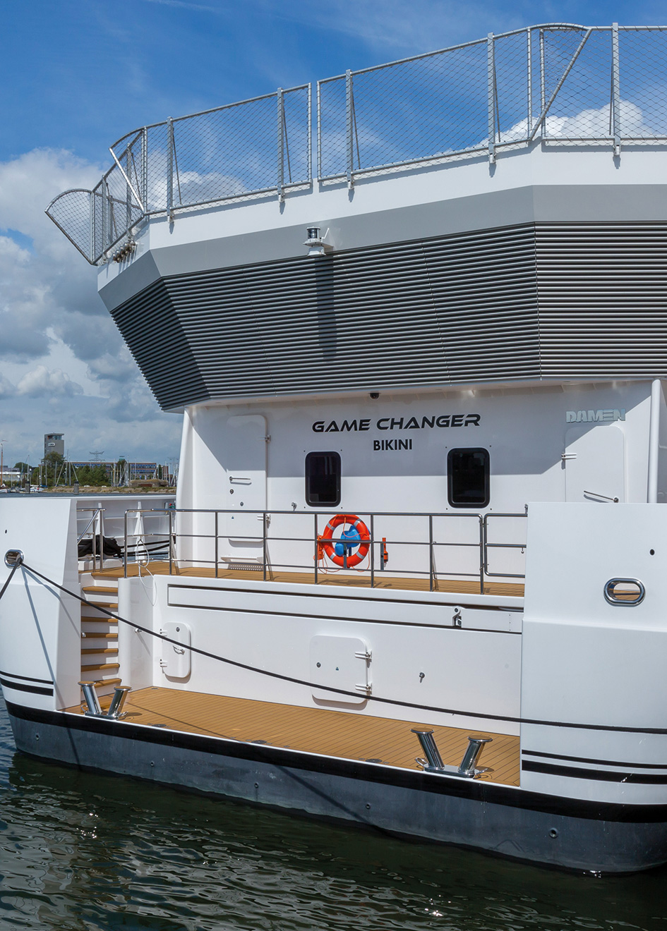 aft-view-of-the-damen-superyacht-support-vessel-game-changer