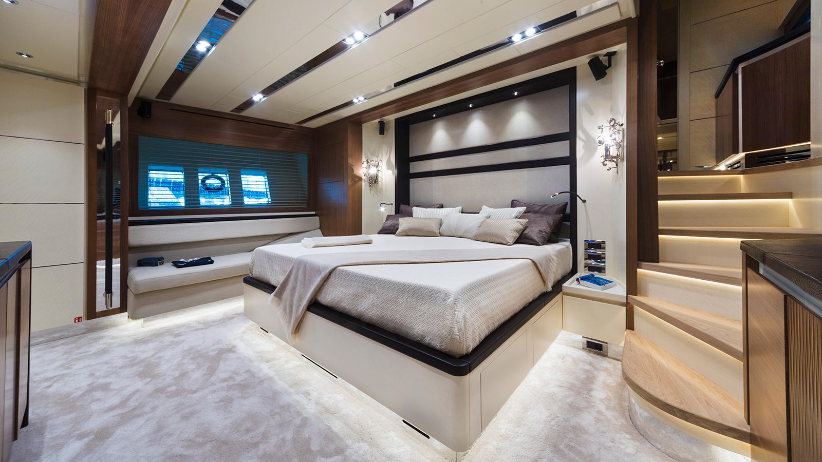 the-master-cabin-of-the-filippetti-navetta-26-yacht-maxima