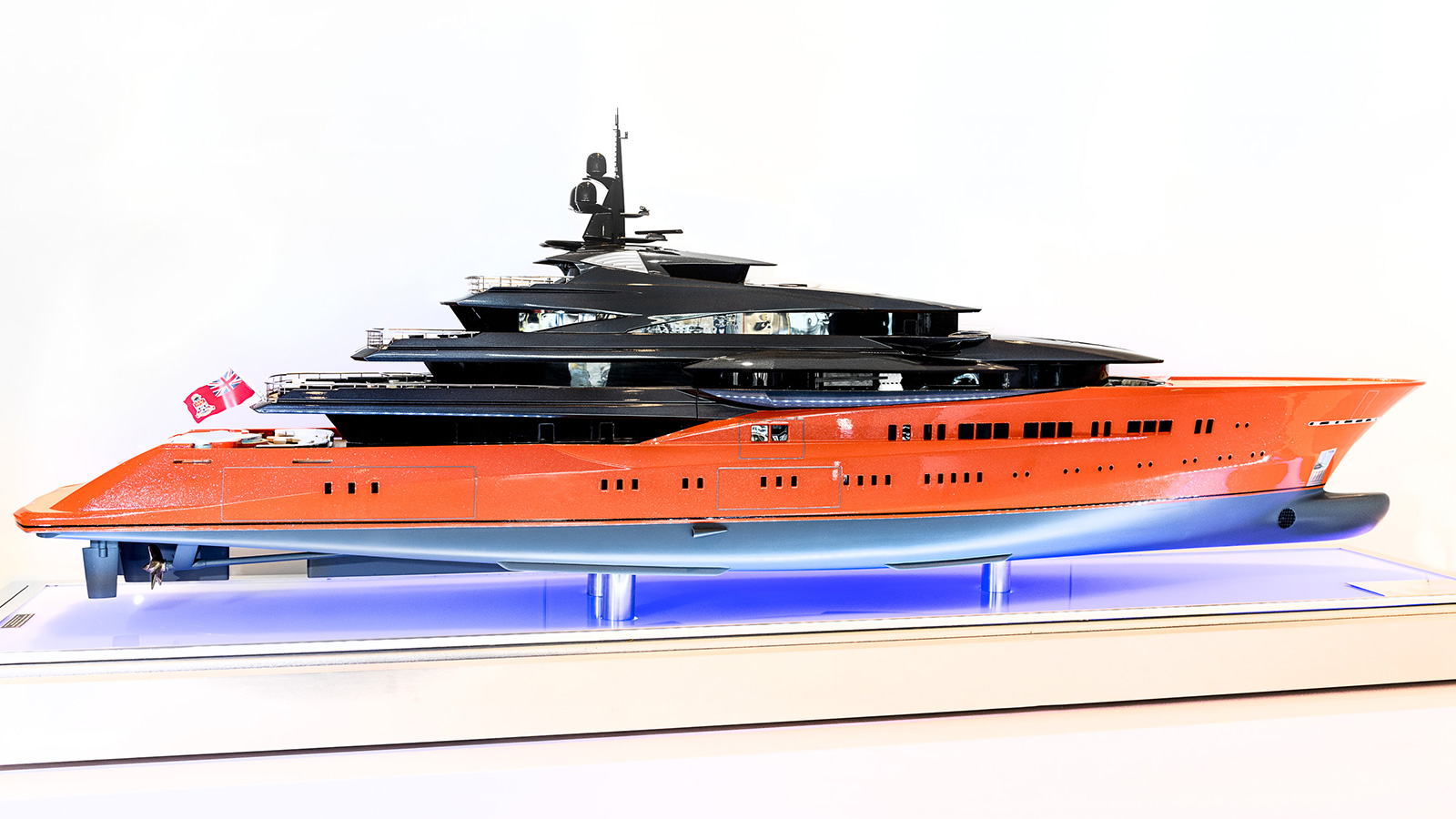 side-view-of-the-oceanco-yacht-concept-project-lumen