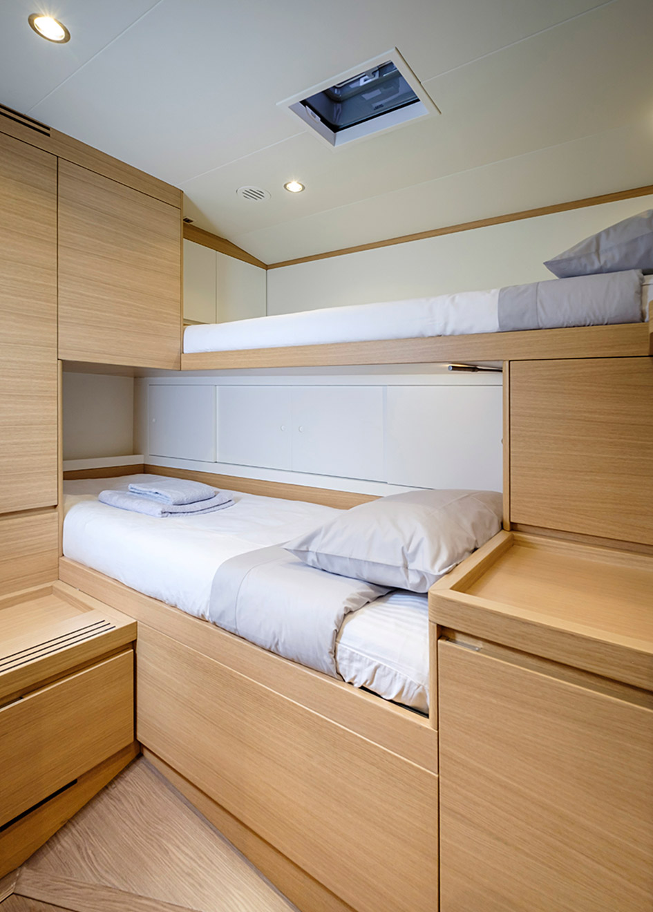 bunk-cabin-on-the-southern-wind-sailing-yacht-sorceress