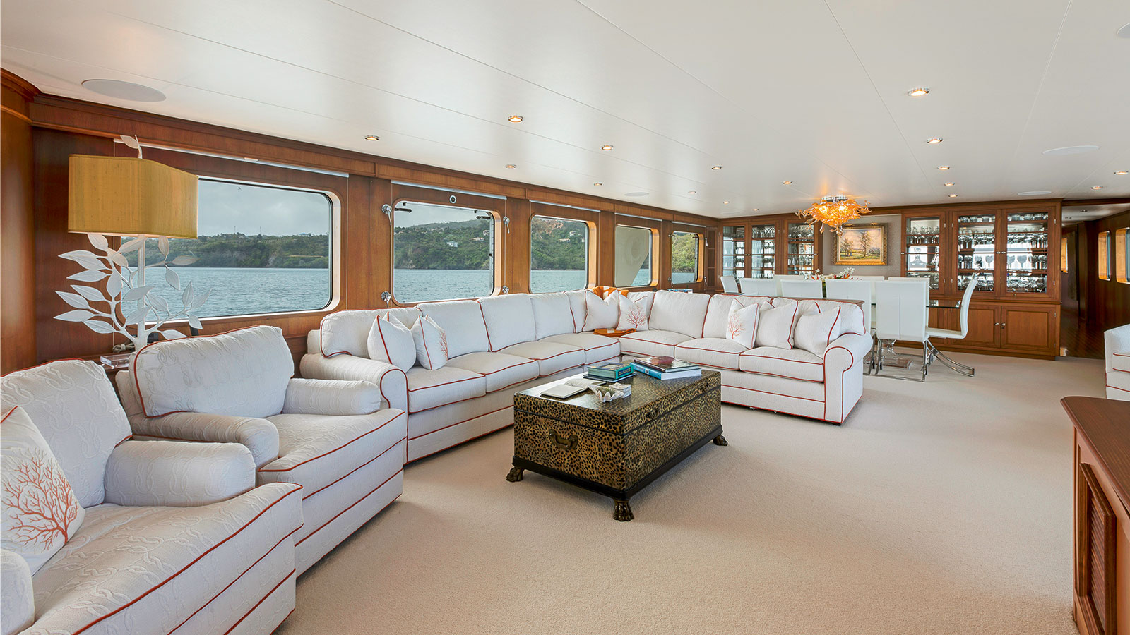 the-lounge-of-the-refitted-feadship-superyacht-berilda-credit-thierry-dehove