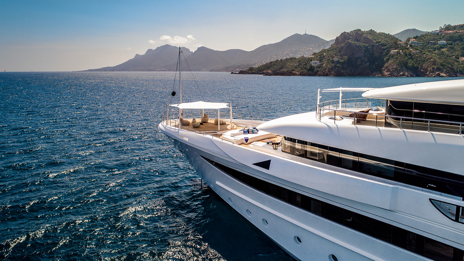 the-bow-of-the-crn-superyacht-cloud-9-credit-maurizio-paradisi