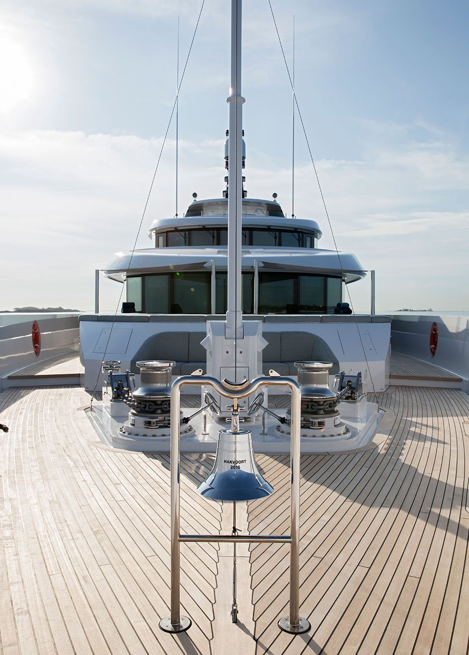 foredeck-of-hakvoort-super-yacht-just-js