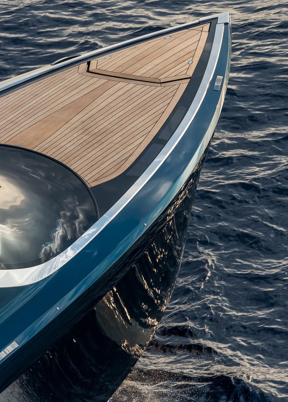 the-foredeck-of-the-aston-martin-speedboat-am37s