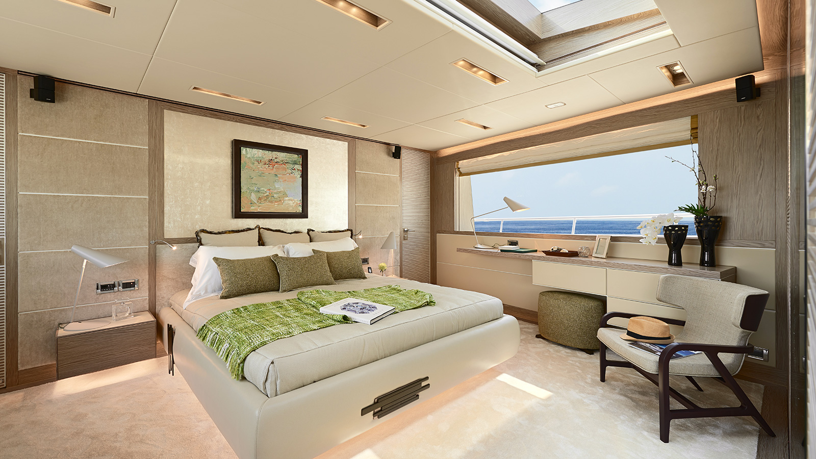 the-master-cabin-of-the-horizon-rp120-yacht