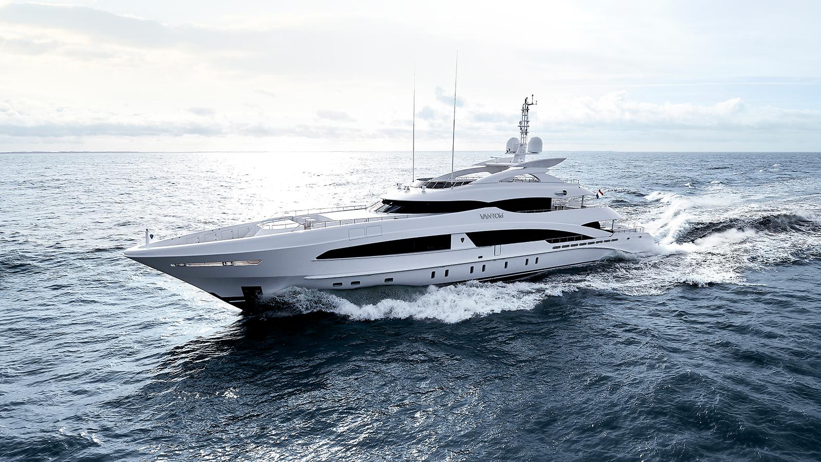 running-shot-of-the-heesen-super-yacht-van-tom-credit-dick-holthuis