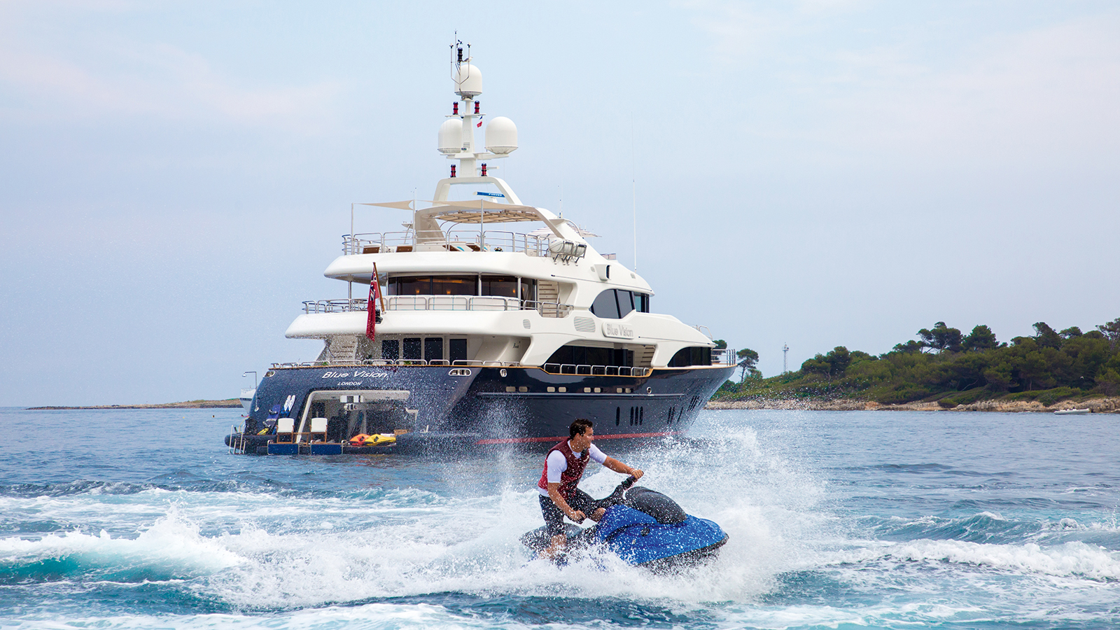aft-view-of-the-refitted-benetti-superyacht-blue-vision-credit-blue-i-productions