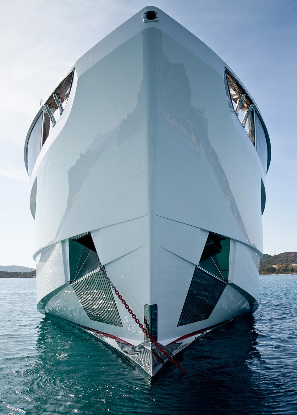 the-bow-of-the-dominator-ilumen-yacht-kalliente-credit-jeff-brown-breed-media