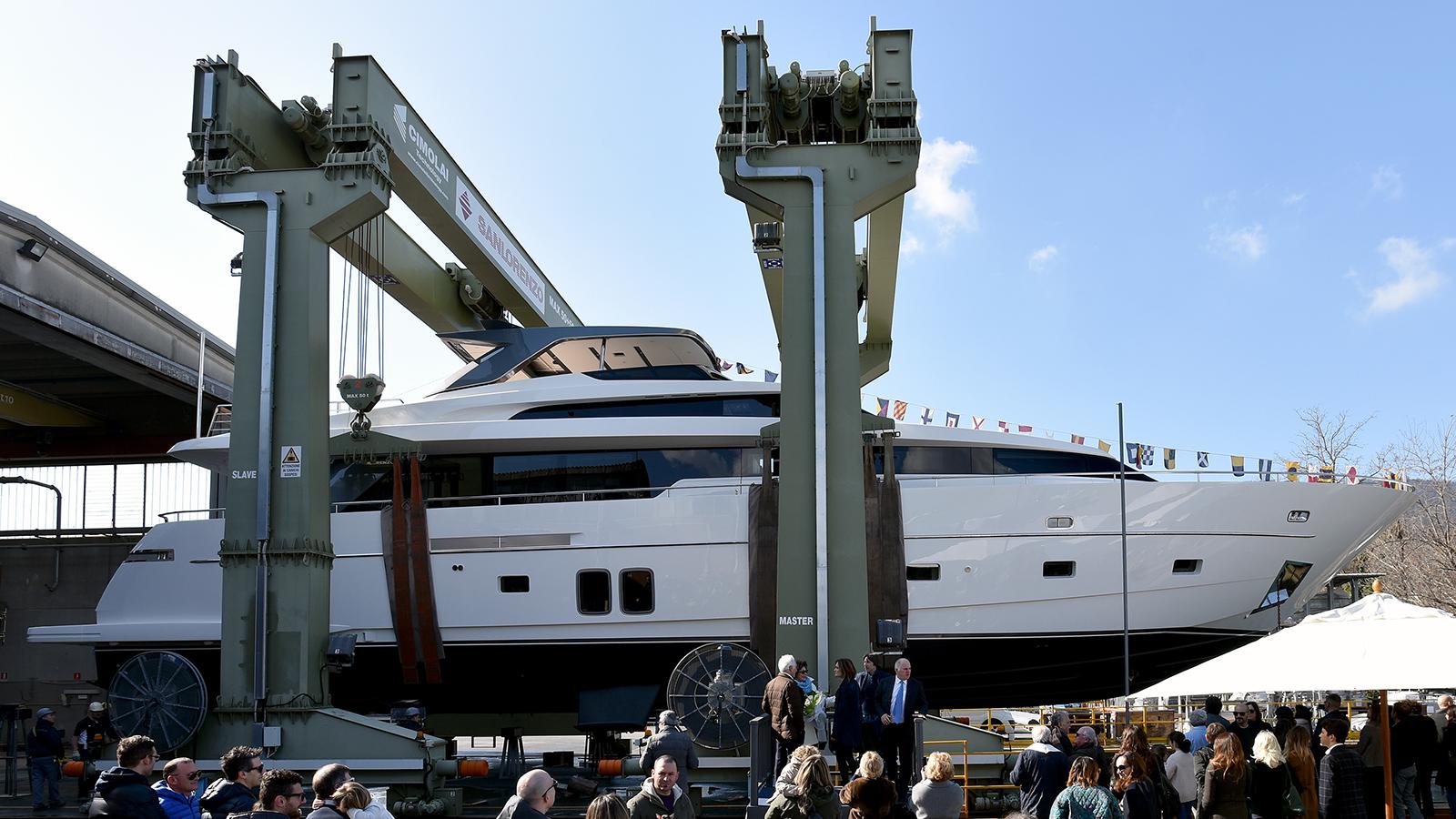 Francamarina-is-part-of-the-sanlorenzo-sL96-range-of-fast-planing-yachts