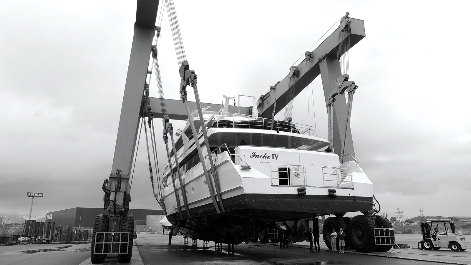 the-haul-out-of-the-lloyds-superyacht-ineke-iv