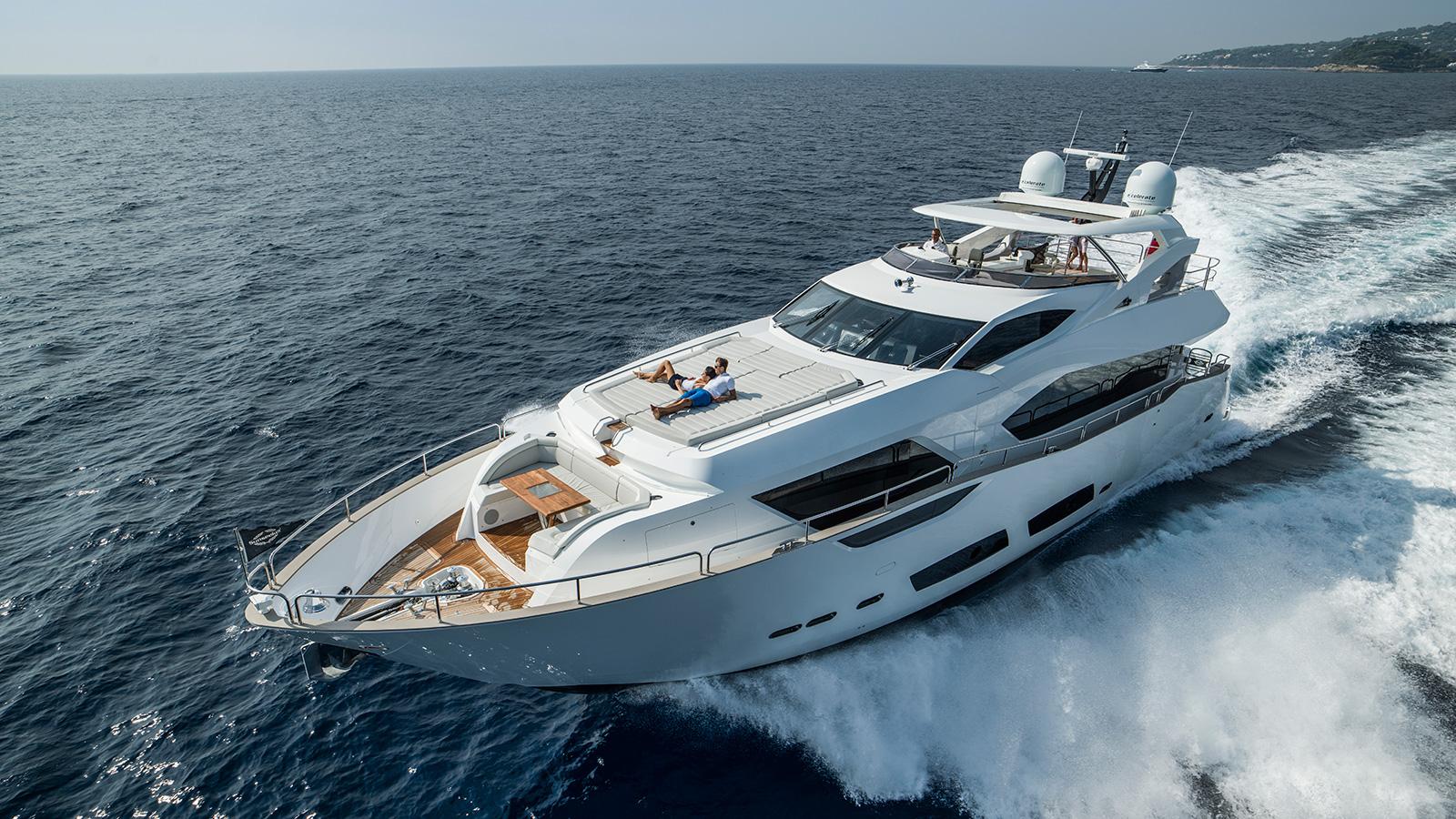 running-shot-of-the-sunseeker-95-yacht