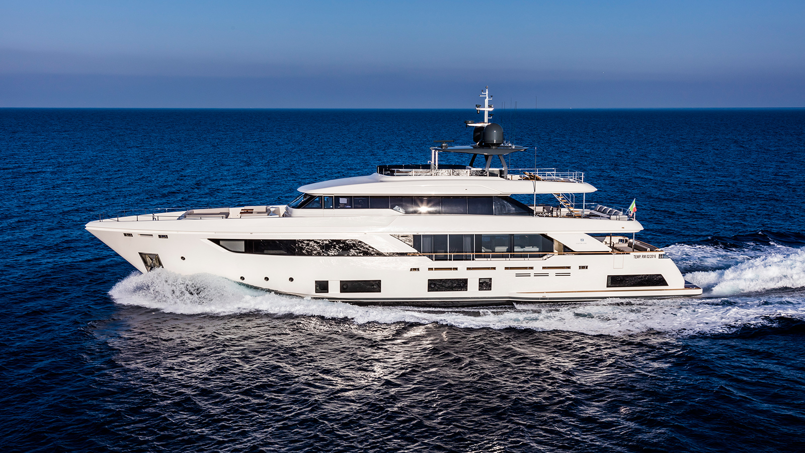 side-view-of-the-custom-line-navetta-37-superyacht