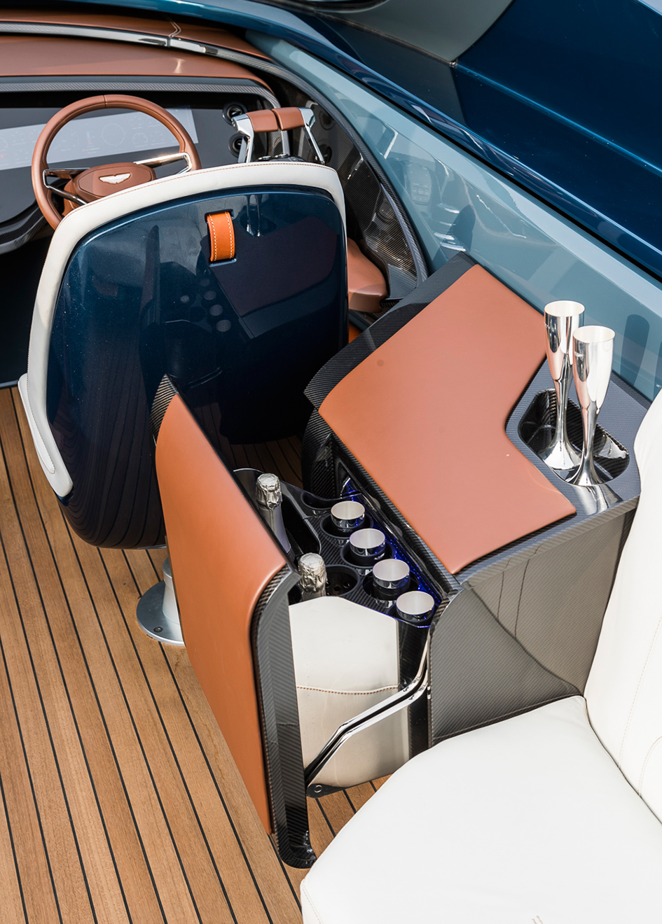 the-helm-station-of-the-aston-martin-speedboat-am37s