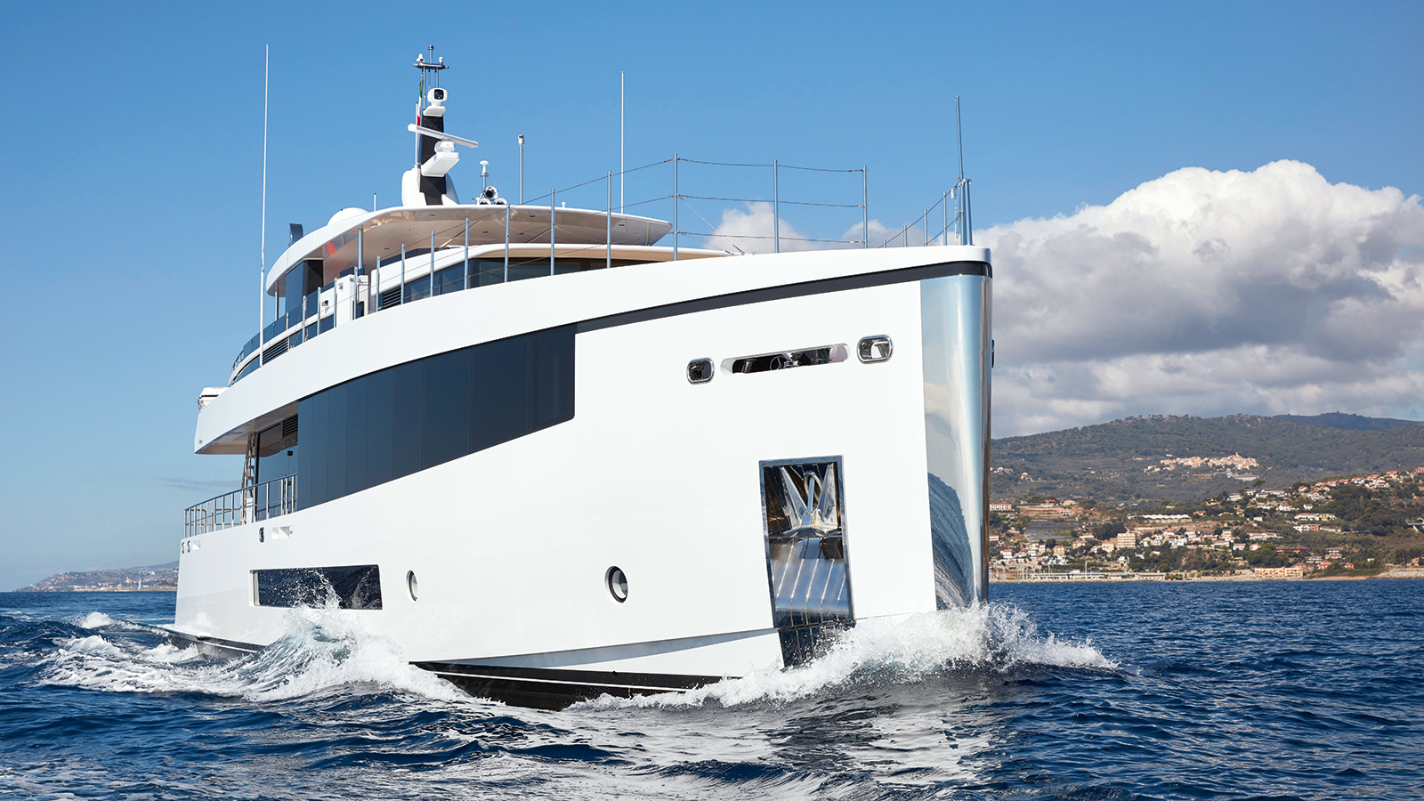 bow-view-of-the-feadship-superyacht-letani