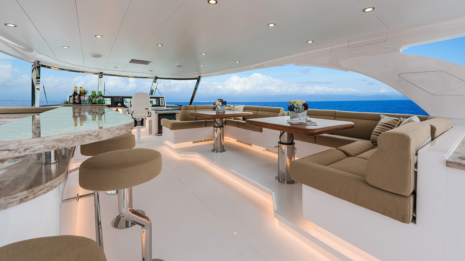 the-flybridge-design-for-the-horizon-e98-super-yacht