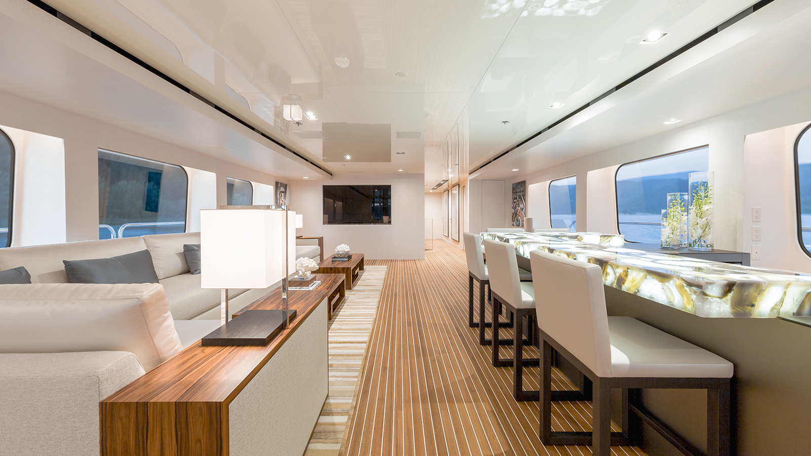 the-upper-lounge-on-christensen-super-yacht-chasseur