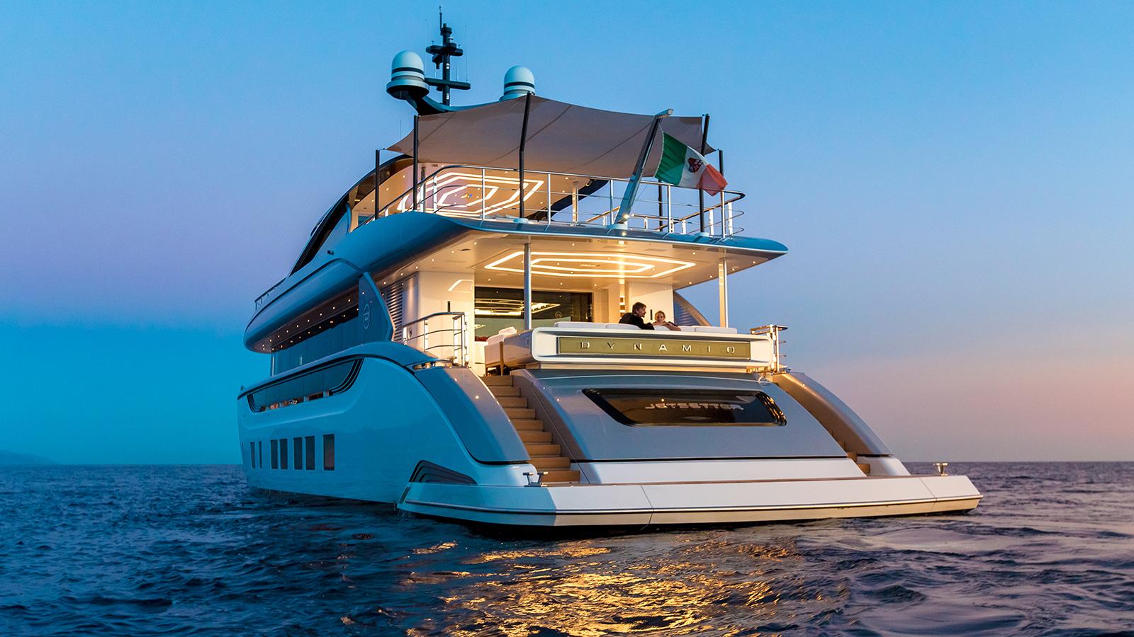 the-transom-of-dynamiq-super-yacht-jetsetter