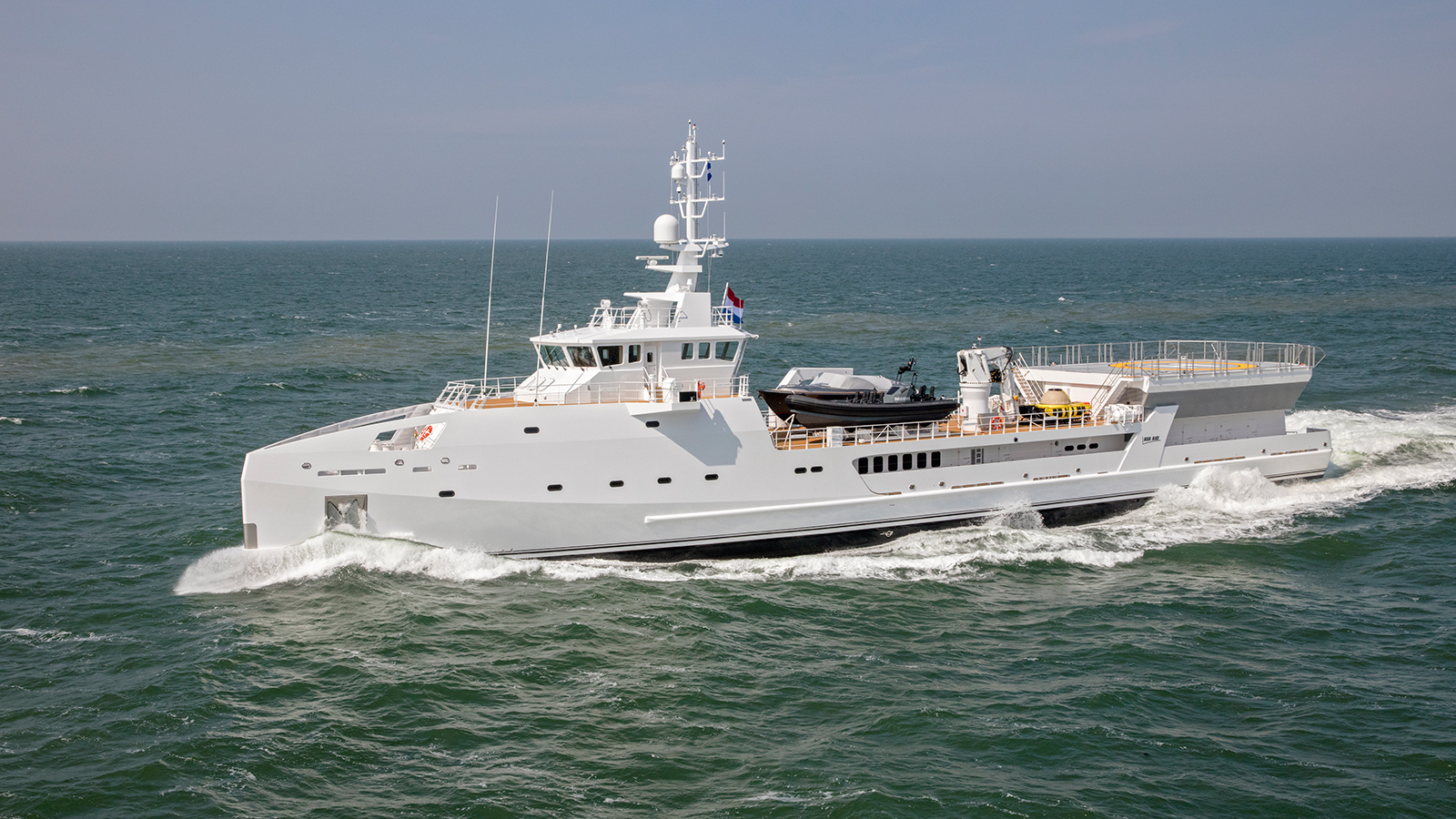 side-view-of-the-69-metre-damen-superyacht-support-vessel-game-changer