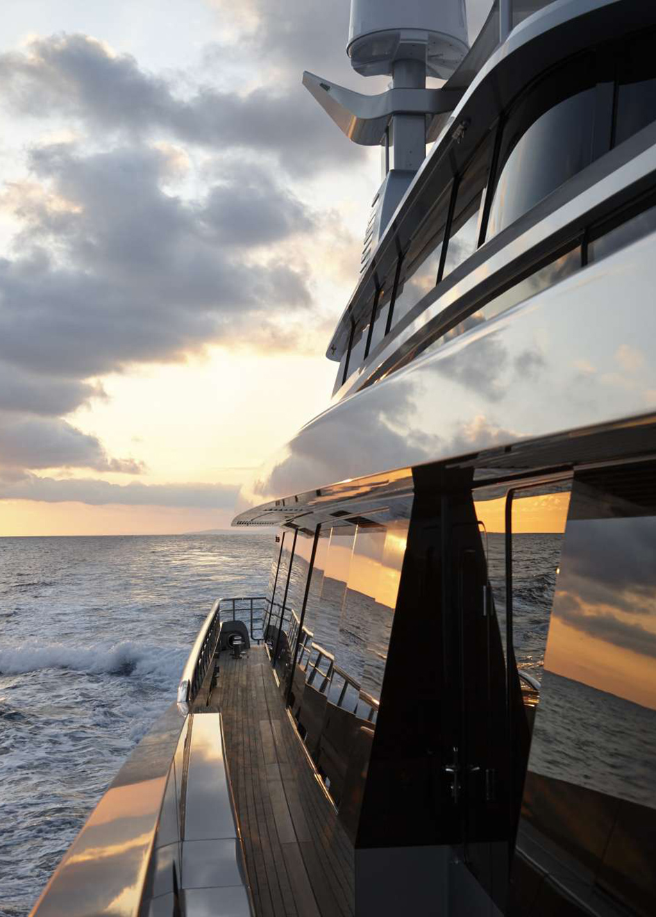 the-side-deck-of-feadship-super-yacht-kiss
