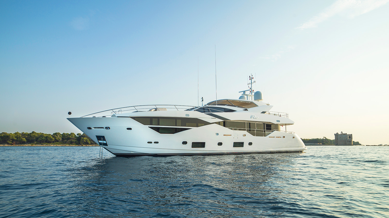 side-view-of-the-sunseeker-116-yacht-fleur-credit-mike-jones-waterline-media