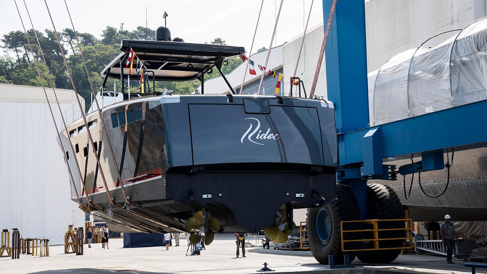 aft-view-of-the-baglietto-mv19-dayboat-ridoc