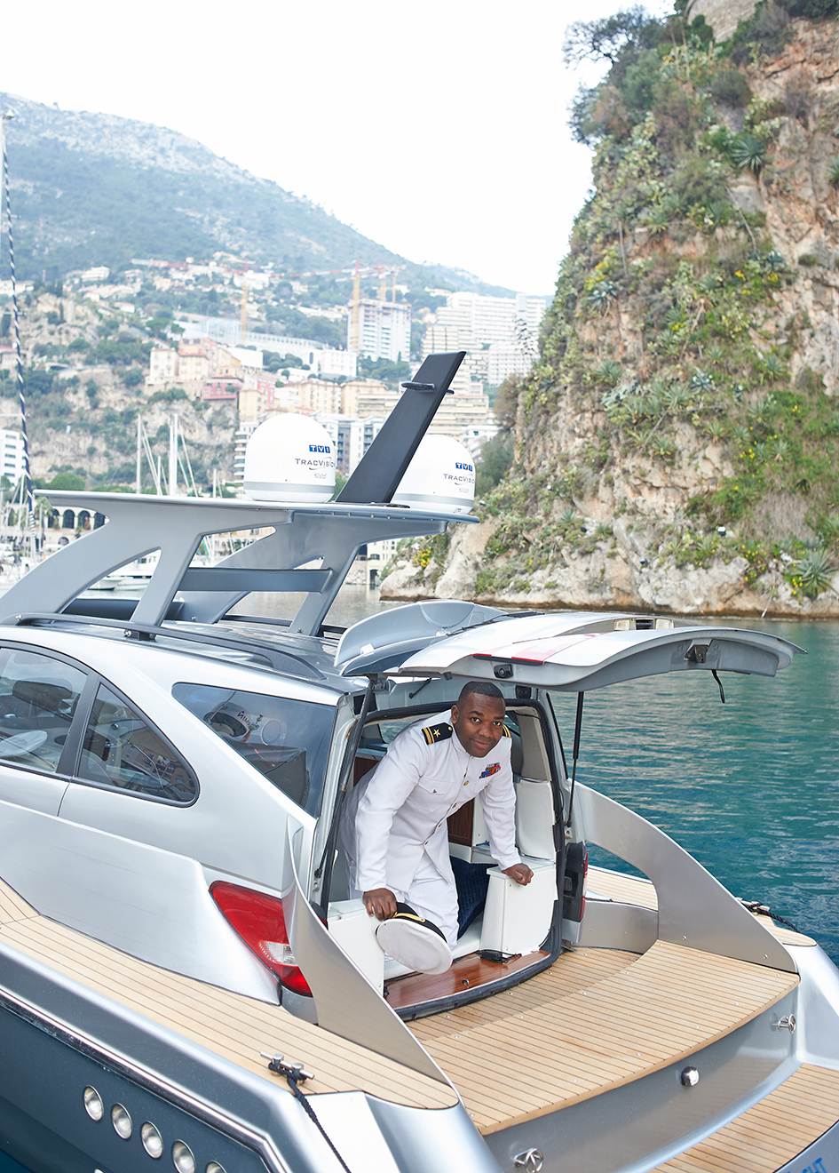 rory-reid-climbs-out-of-the-ssangyacht-top-gear-boat