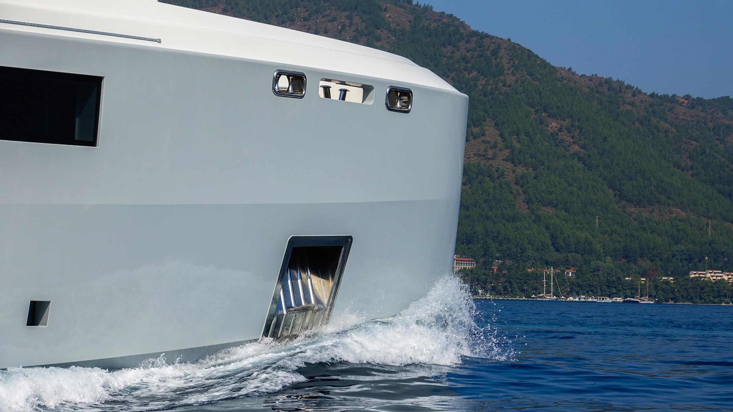 the-bow-of-the-bilgin-superyacht-giaola-lu