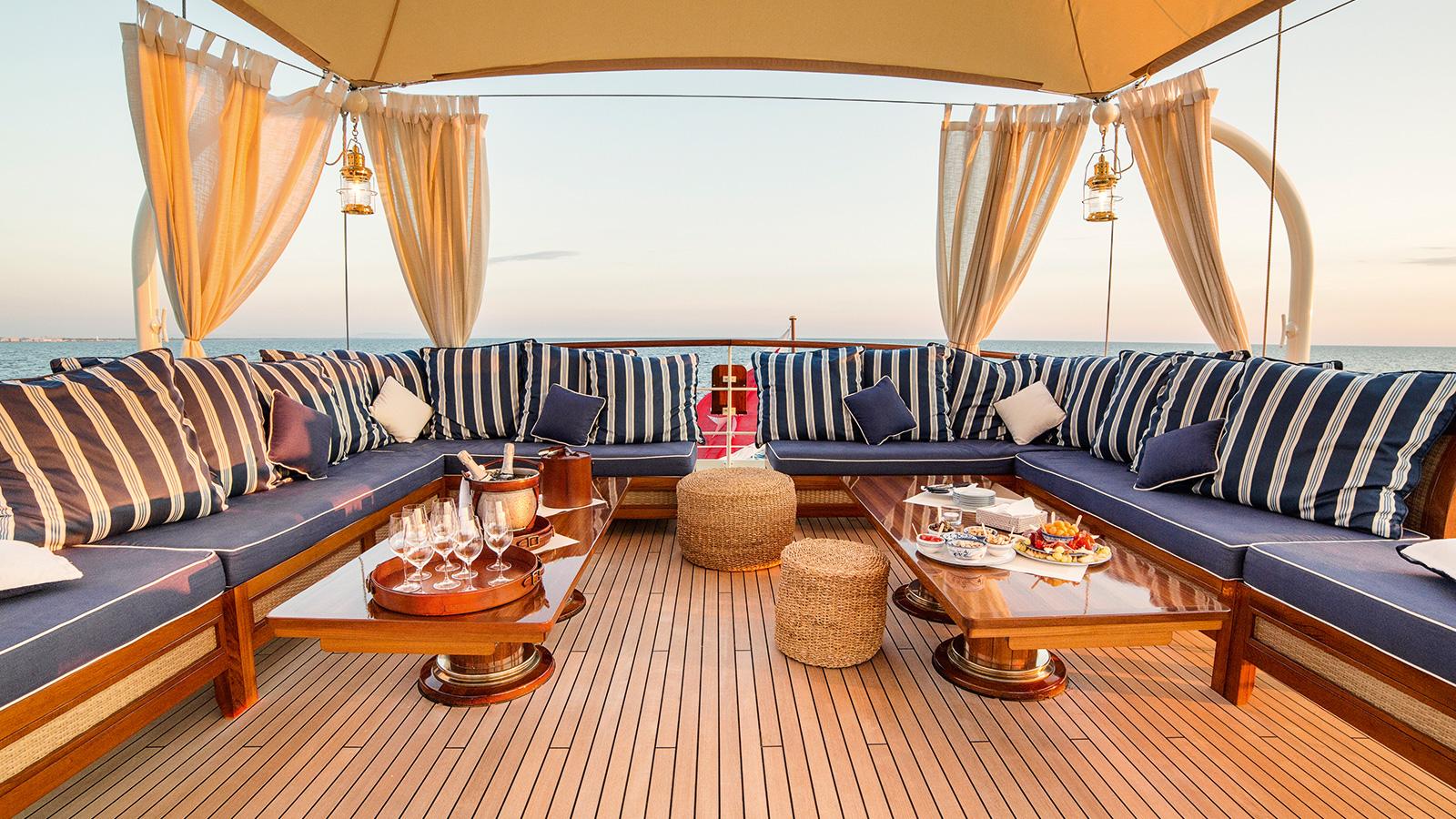Taransay Yacht Sun Deck