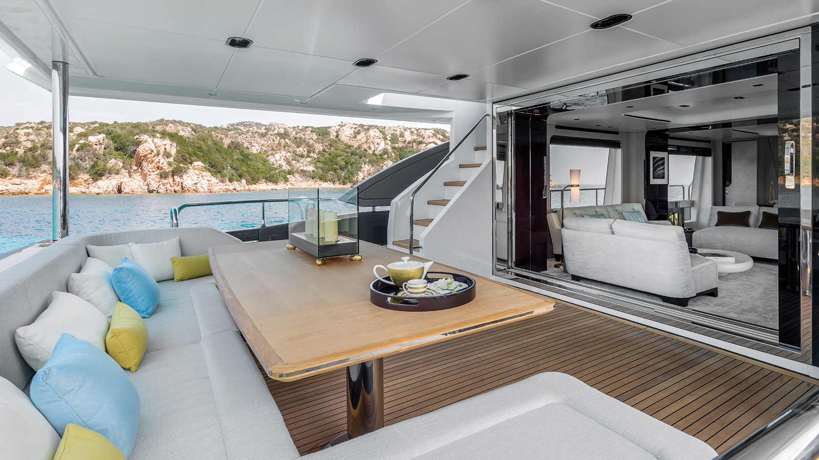 the-aft-deck-of-the-azimut-grande-27m-yacht