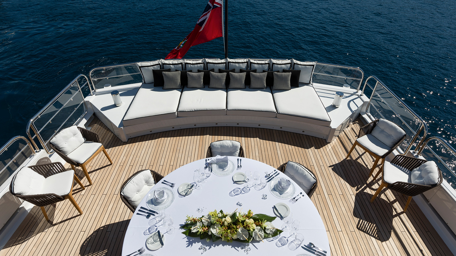 the-al-fresco-dining-area-of-the-refitted-feadship-motor-yacht-dojo-credit-thierry-ameller