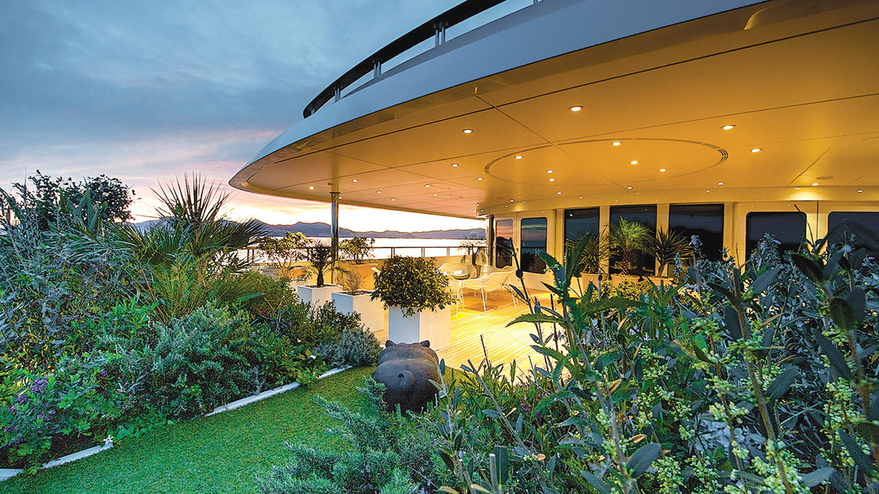 6 of the best superyacht gardens in the world boat for Garden design trawler boat