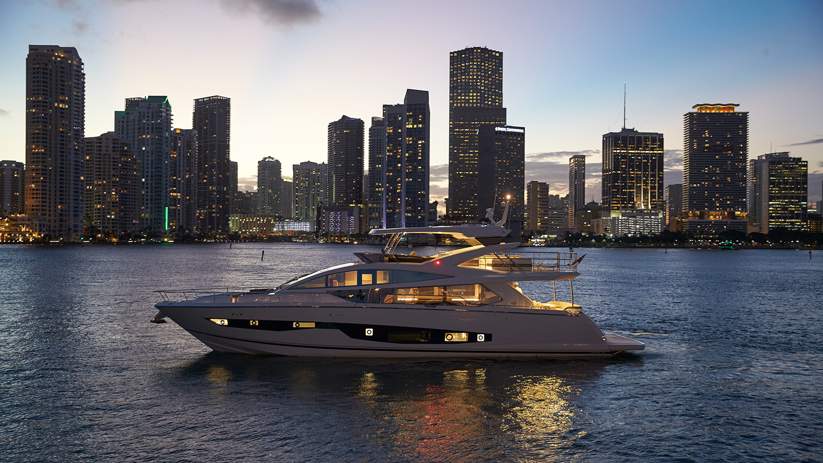 side-view-of-the-pearl-80-yacht