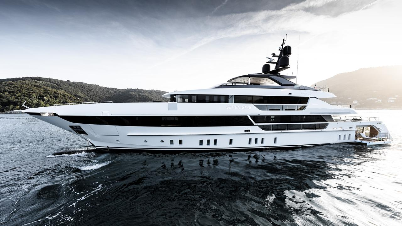Work on luxury yachts: the flip side of the coin 80