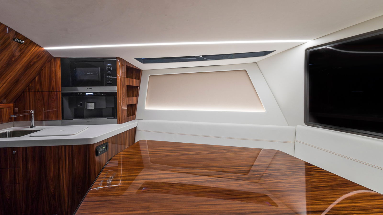 the-interior-of-the-aston-martin-speedboat-am37s