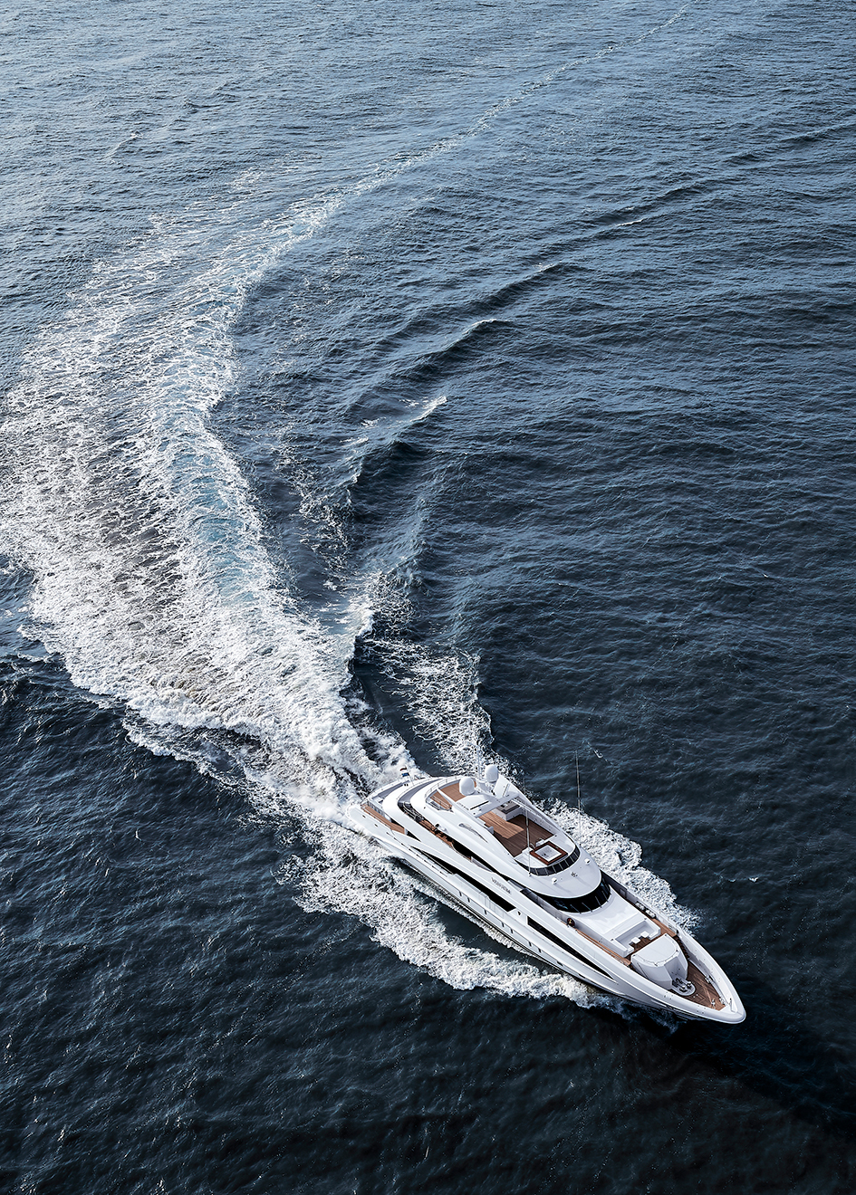aerial-view-of-the-heesen-super-yacht-van-tom-credit-dick-holthuis