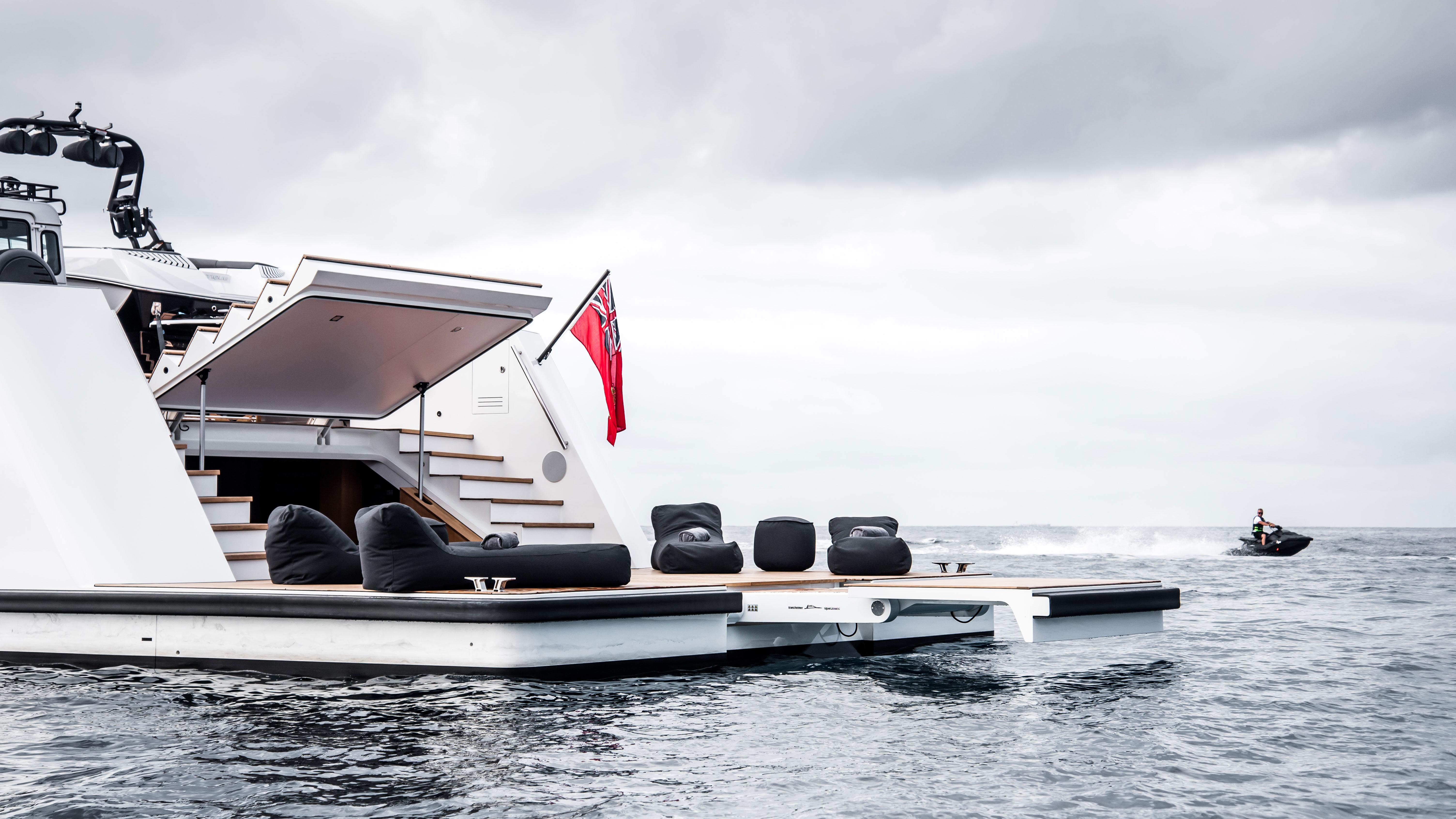 Lynx Yachts Yxt 24 Evolution Aft Platform