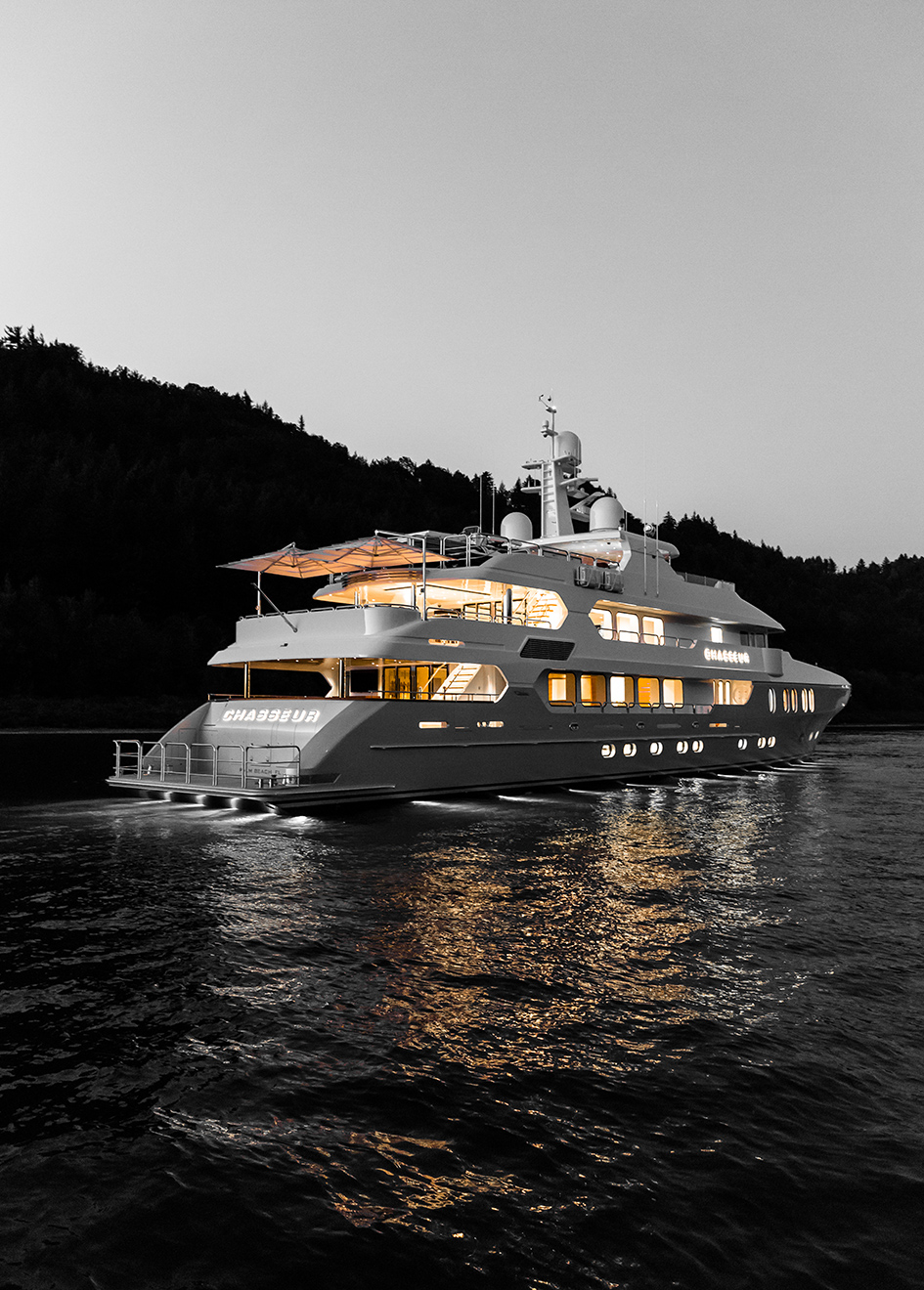 side-view-of-the-christensen-super-yacht-chasseur